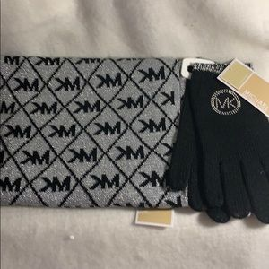 Set scarf and gloves